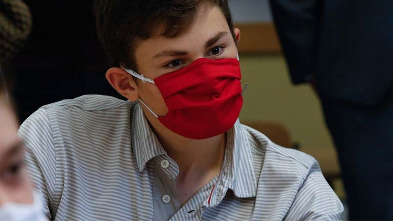 noticia-contacto-luxemburgo-alunos-auto-testes-covid-20210116-